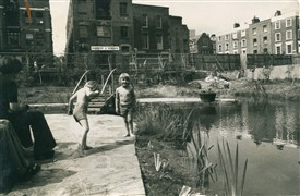 Photo:Children in Japanese garden once the home of the Odhams site